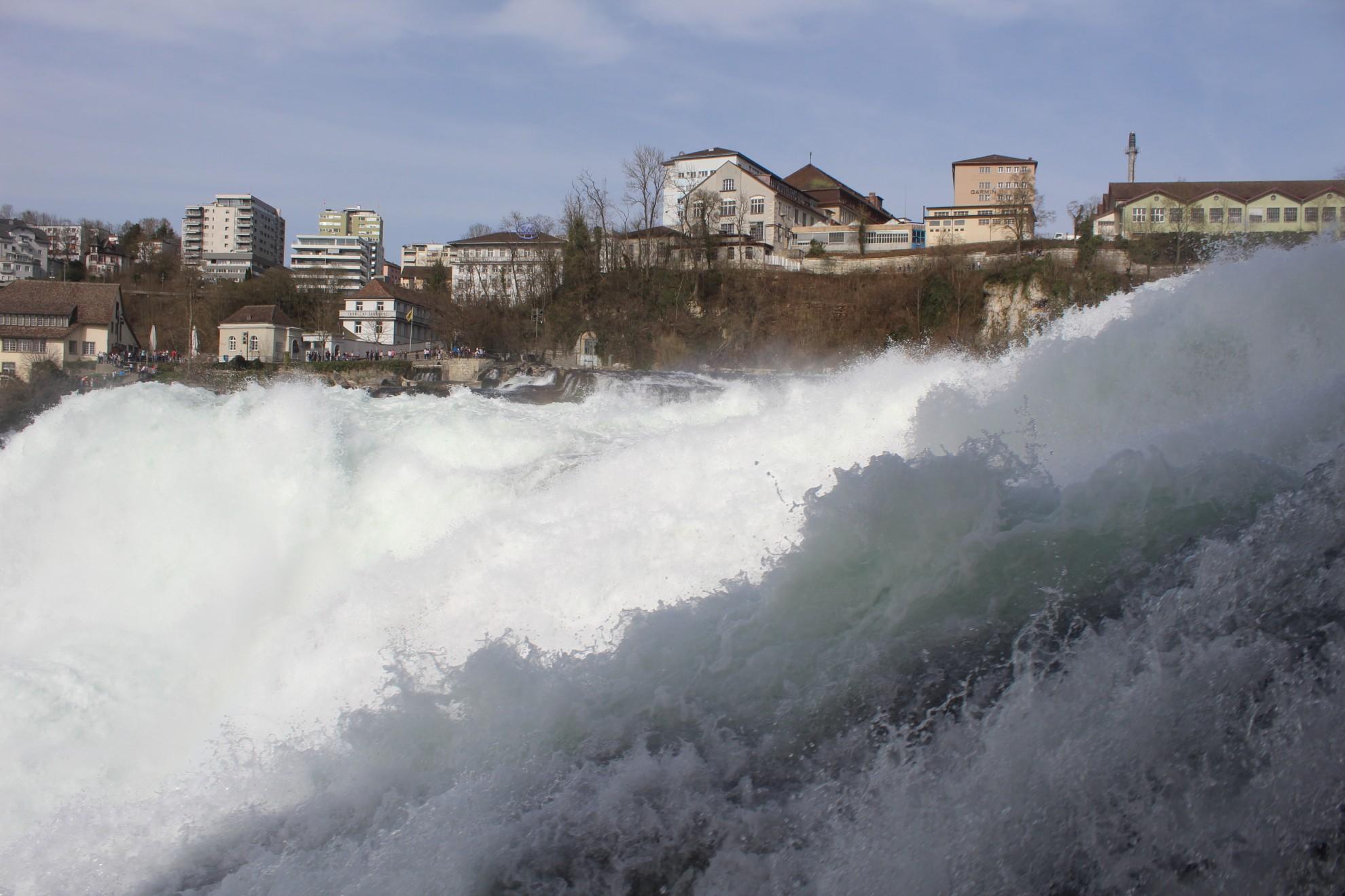 Cascada Rinului, o adevarata bijuterie elvetiana din Europa